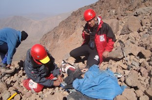 فرد گرفتار در ارتفاعات فیروزکوه